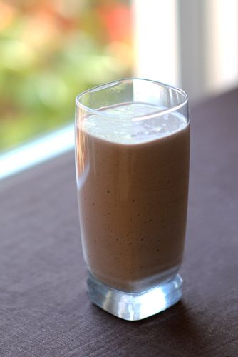 Chocolate_Coconut_Banana_Protein_Shake_with_coconut_oil_benefits_for_workouts_photo