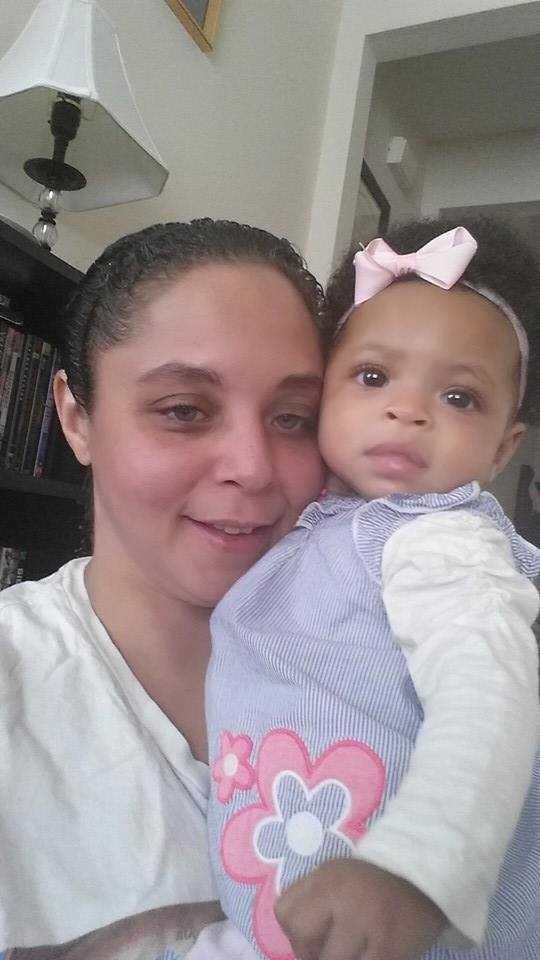 IL twins Arianna with mama