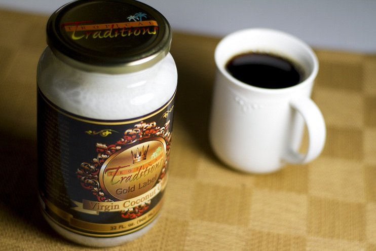 add-coconut-oil-to-coffee