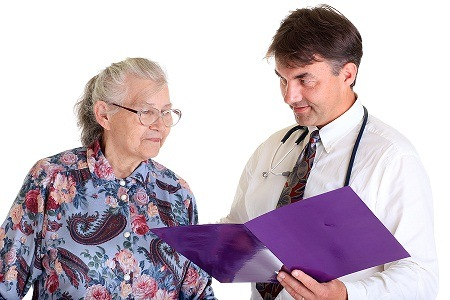 senior_woman_with_doctor