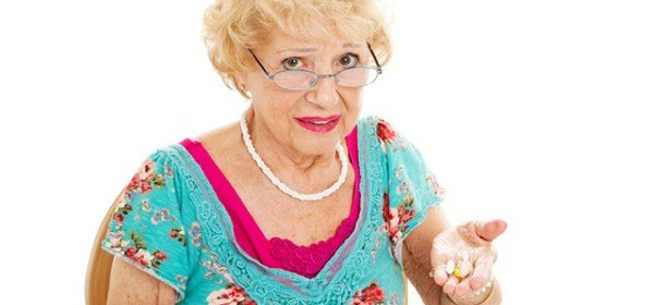 Woman-with-concerned-look-holding-pills