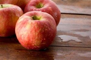 apple-300x199