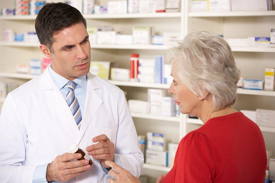 pharmacist-with-senior-woman