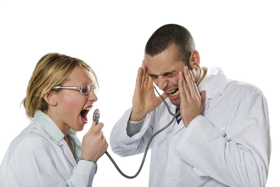 woman-screaming-at-doctor