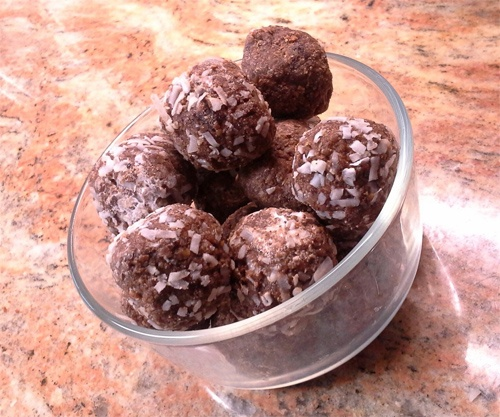 No_Bake_Chocolaty_Coconut_Flax_Chia_Power_Balls