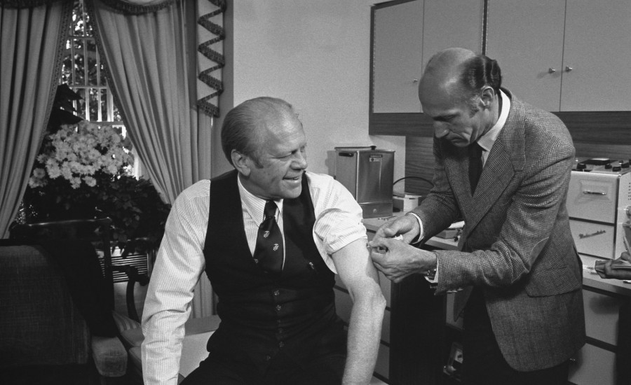 Healthcare Workers in the U.S. Suffer Serious Reactions from Illegal Pfizer Experimental Vaccine – Others Fake Vaccination on TV President_Ford_receives_a_swine_flu_inoculation-900x550