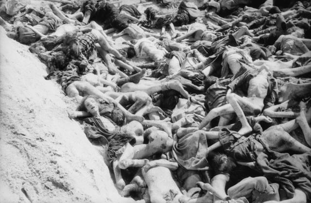 Grave-Bergen-Belsen-German-Concentration-Camp_1945