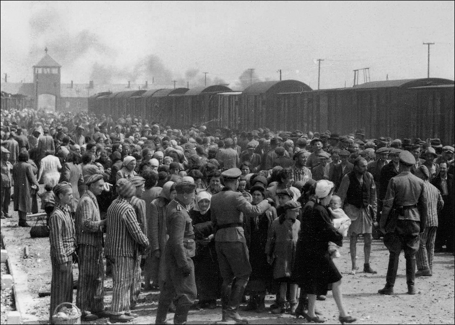 Selection_Birkenau_ramp-Auschwitz