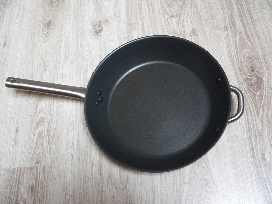 Pure Teflon pan lying on the floor ** Note: Visible grain at 100%, best at smaller sizes