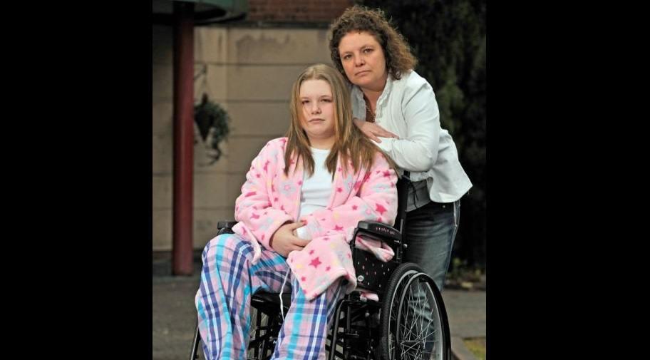 Ashleigh-in-hospital-with-Mum-FB