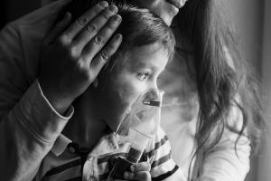 Child-Oxygen-mask-mother-300x200
