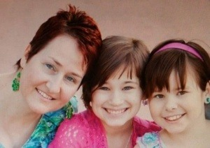 Melissa-Diegel-with-daughters1-300x212