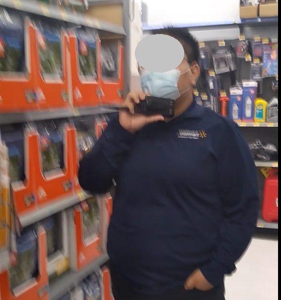 Security-guard-Walmart.jpg