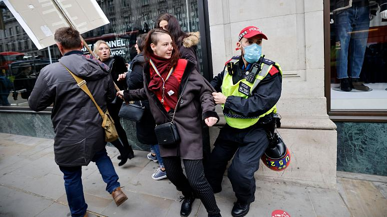 LONDON OUTRAGE! Massive Police Brutality Recorded with Attacks Against Peaceful Protesters Over COVID Restrictions London-Protestor